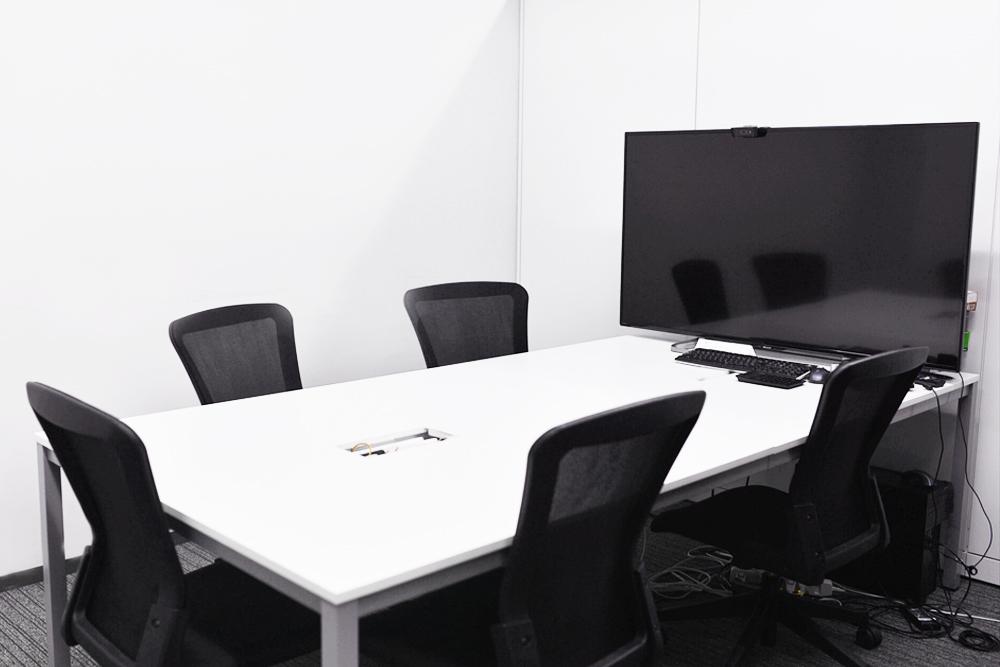 MTGルームです。社内会議などはこの部屋で行います。