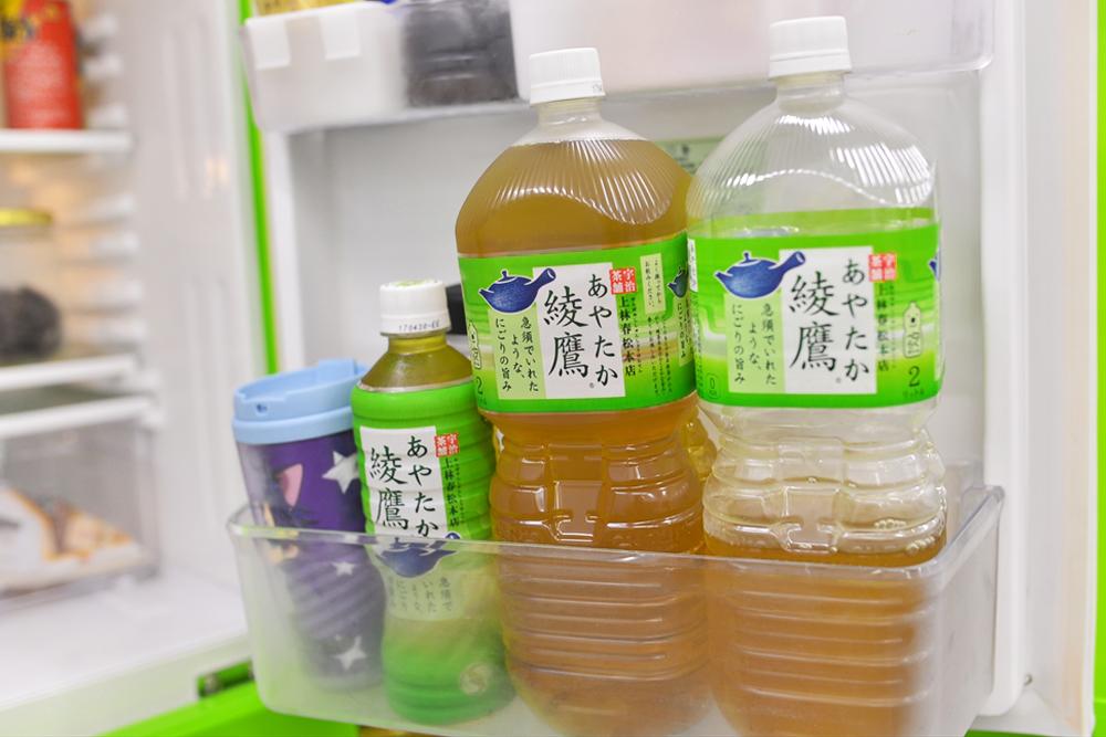 冷蔵庫には、買ってきたものなどが自由に冷やせます。中のお茶は自由に飲むことが出来ます。