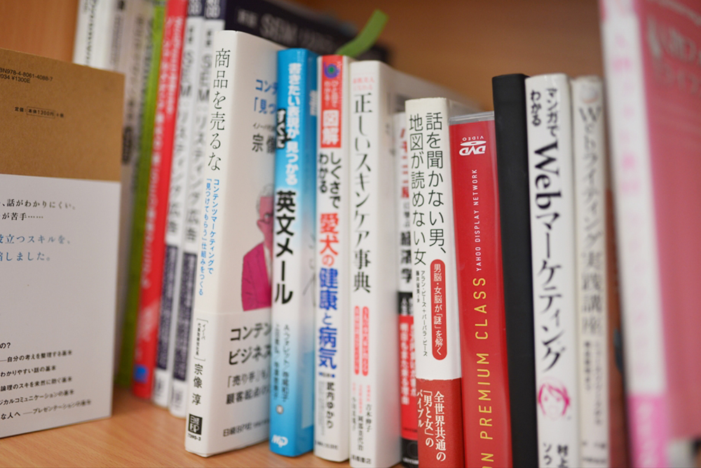 SEOやマーケティングの本はもちろん、タメになる書籍が揃っています。書籍購入制度もあるので、読んでみたい本があればリクエストも可能です!